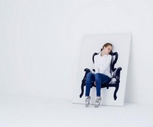 YOY 壁に描かれた椅子